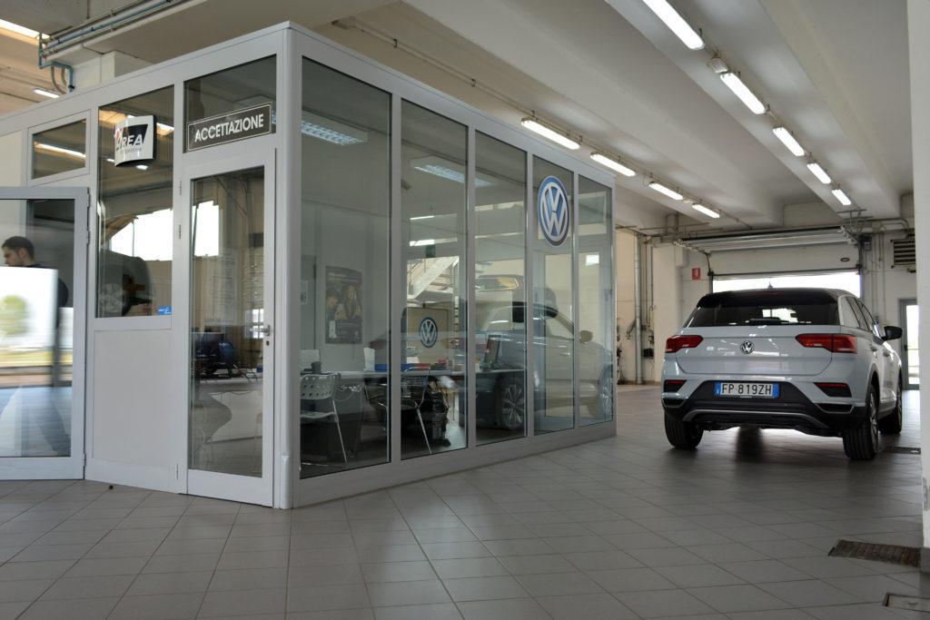 Interno reparto officina Volkswagen Rossini Auto