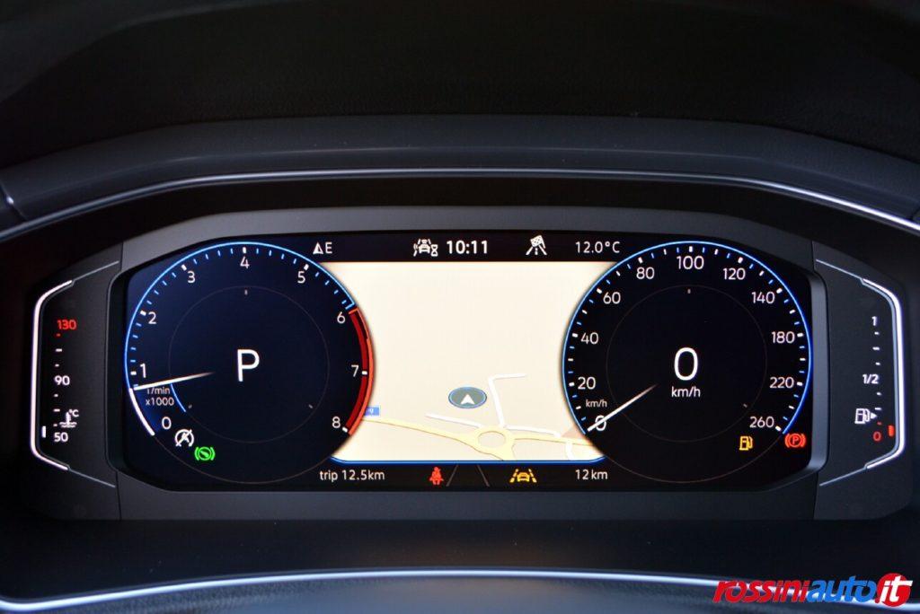 Volkswagen T-Roc R-Line con executive pack navigatore su virtual cockpit